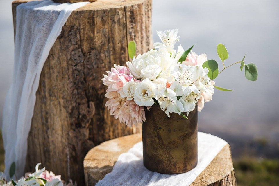 Granby-colorado-strawberry-creek-ranch-hipster-mountain-wedding-wooden-vase-flowers