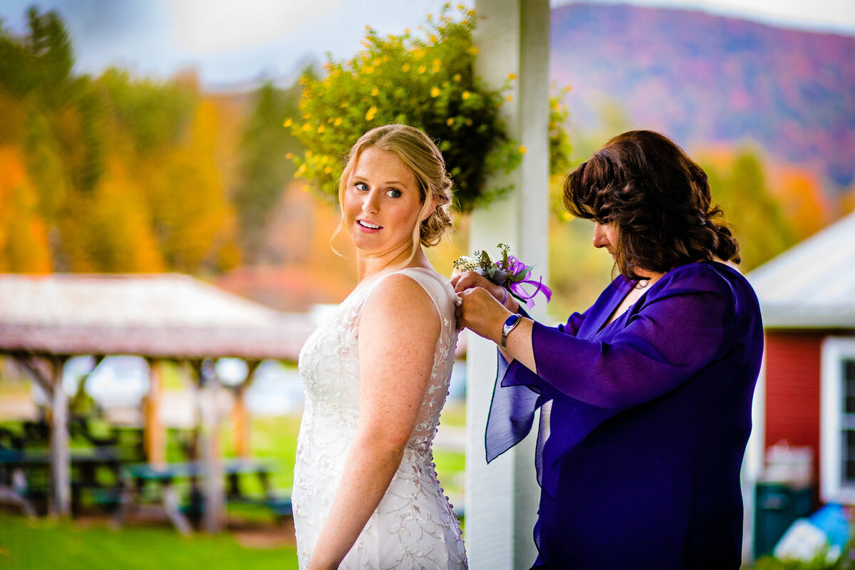 bride-getting-ready-vermont-fall-wedding-andy-madea-photography-vermont-wedding-photographer