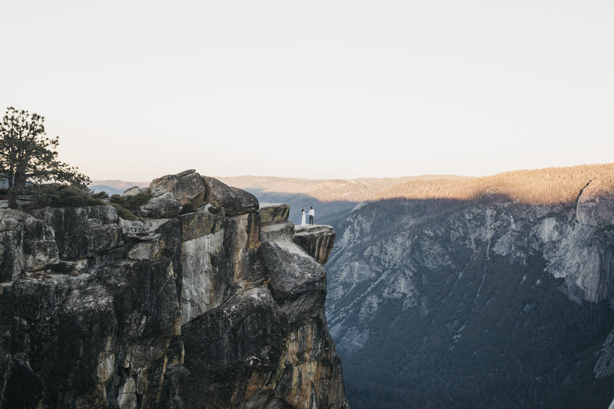 athena-and-camron-how-to-elope-in-yosemite-cathedral-rocks11