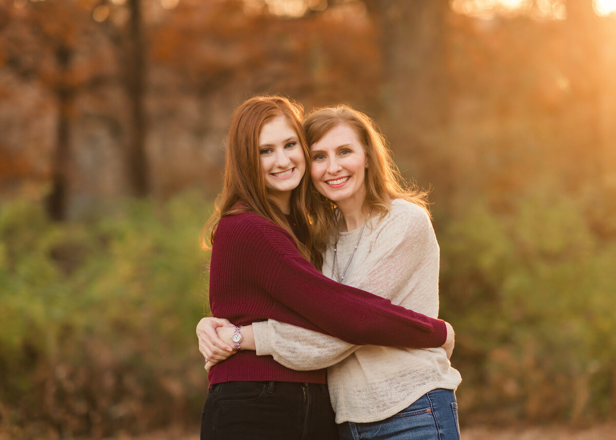 Des-Moines-Iowa-Family-Photographer-Theresa-Schumacher-Fall-Mom-Daughter-Golden-Hour
