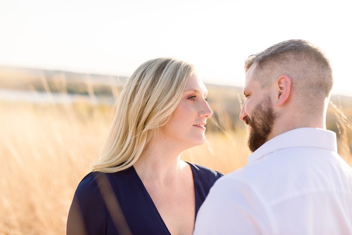 eden-prarie-bluffs-fall-engagement-elegant-couple_0011