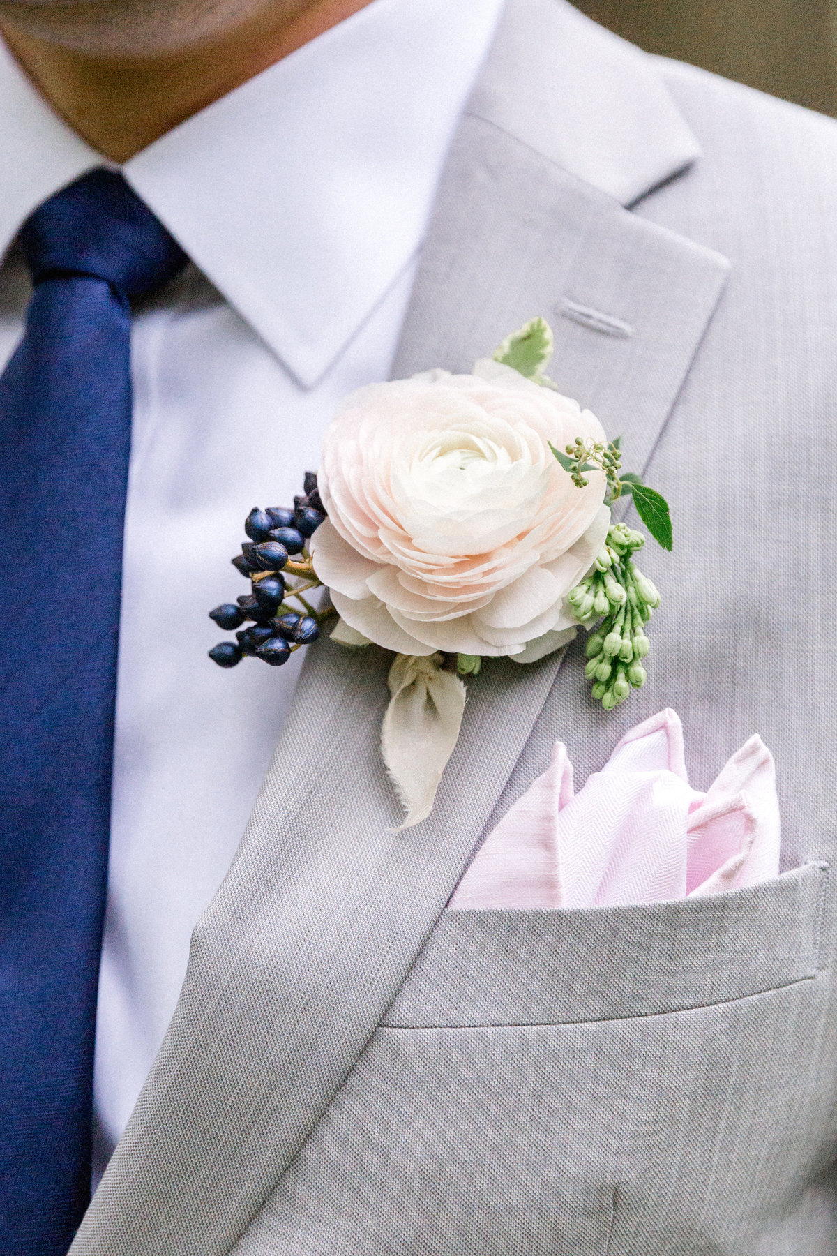 Wintherthur wedding spring groom boutioner