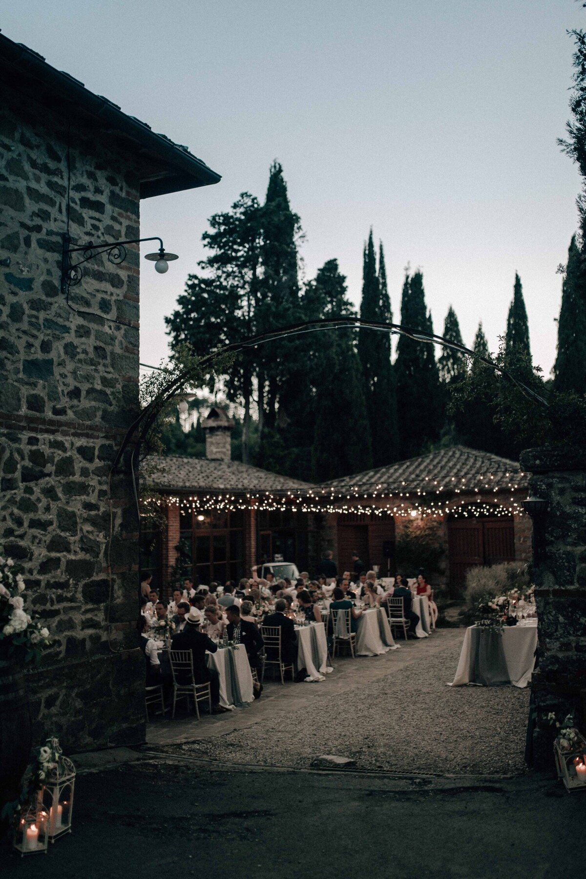150_Tuscany_Luxury_Wedding_Photographer (167 von 215)_So thankful to be a luxury destination wedding photographer in Tuscany! Claire and James invited their beloved family & friends from London to their luxury wedding in Tuscany.