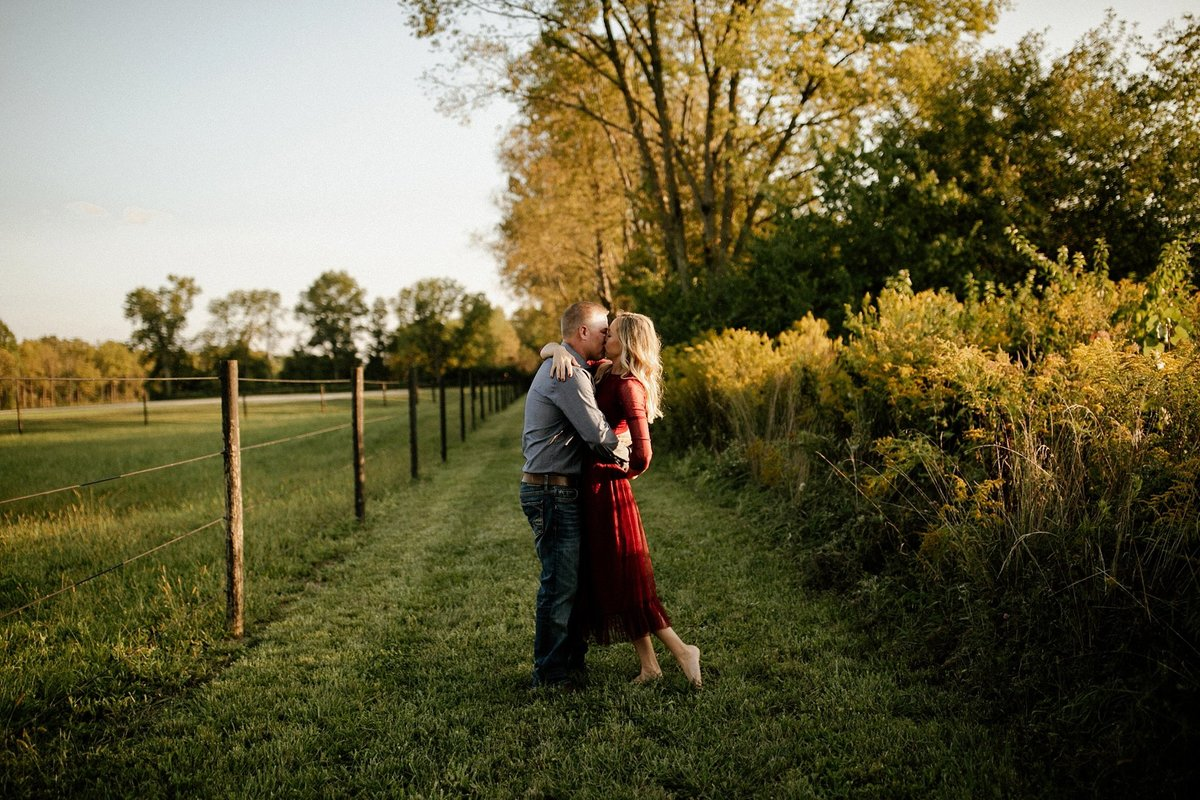 megan-renee-photography-anderson-horse-farm-engagement-session-tabby-john-3