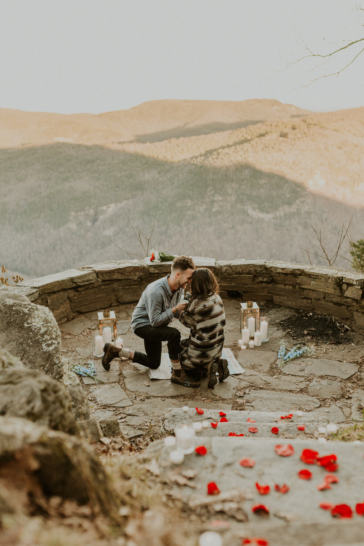 Asheville-North-Carolina-proposal-in-the-mountains_Boho-proposal-inspiration_Adventurous-couples-session_Asheville-Wedding-Photographer_Anna-Ray-Photography-10