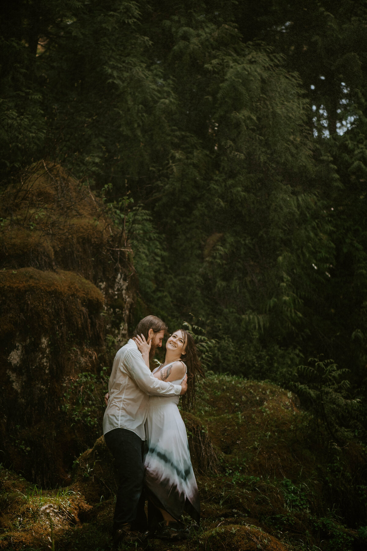 sahalie-falls-summer-oregon-photoshoot-adventure-photographer-bend-couple-forest-outfits-elopement-wedding8505