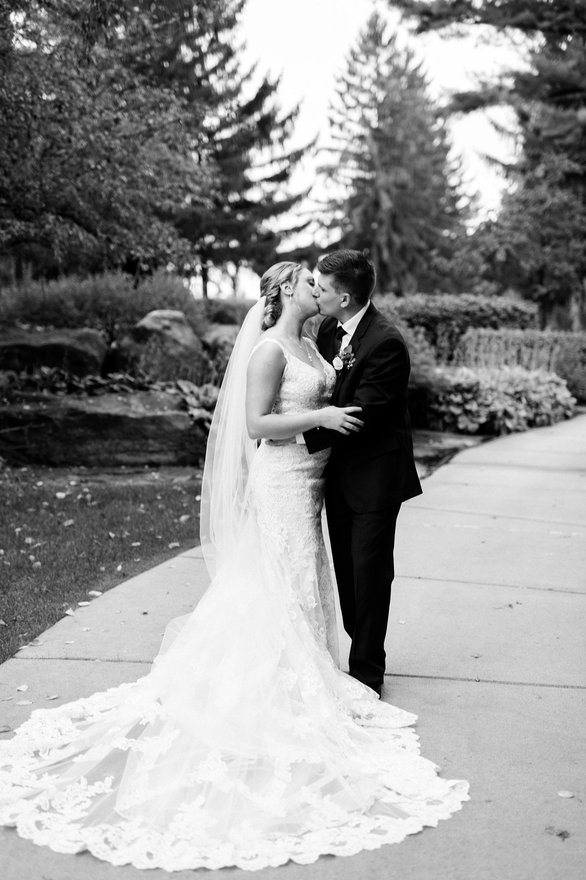 Jordan-Ben-Pine-Knob-Mansion-Clarkston-Michigan-Wedding-Breanne-Rochelle-Photography72