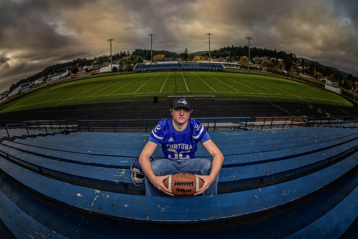 Redway-California-senior-portrait-photographer-Parky's-Pics-Photography-Humboldt-County-football-Fortuna-High-nighhttime-4.jpg