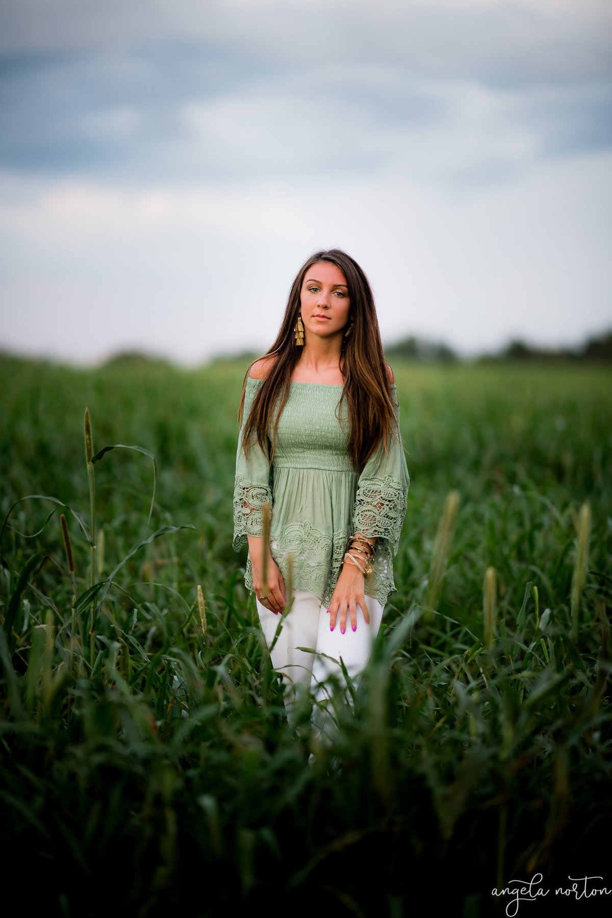 girl-in-green-field-angela-norton-photography