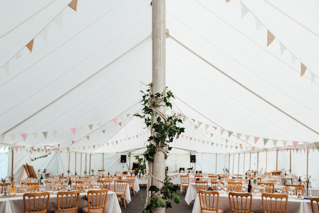019-Relaxed-Marquee-Wedding-Photographer