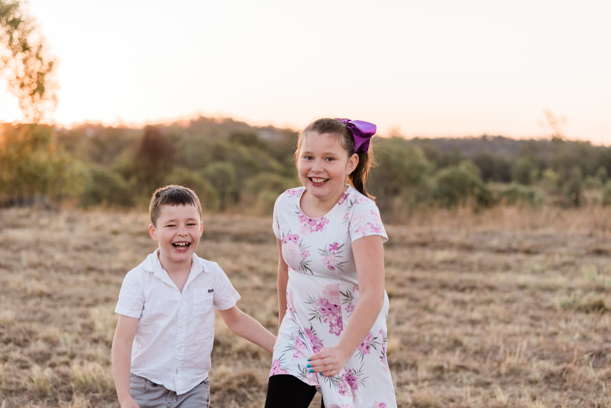 relaxed-family-portraits-sunset-grassy-field-sprinfield-brisbane-lead-images (11 of 12)