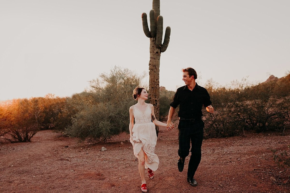 01-Papago-Park-Engagement-Photos