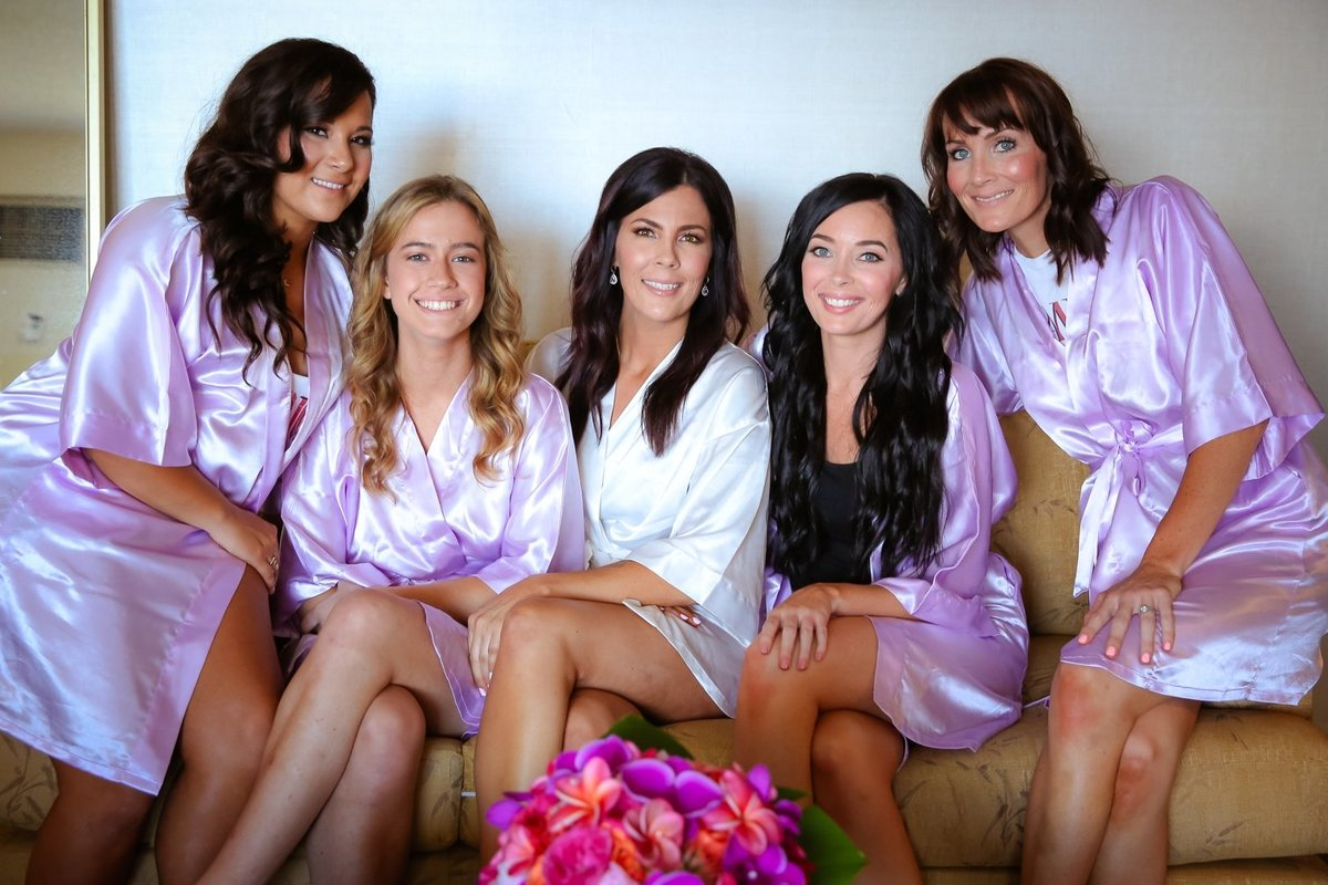 Capture Aloha Photography  Bridesmaids at the couch