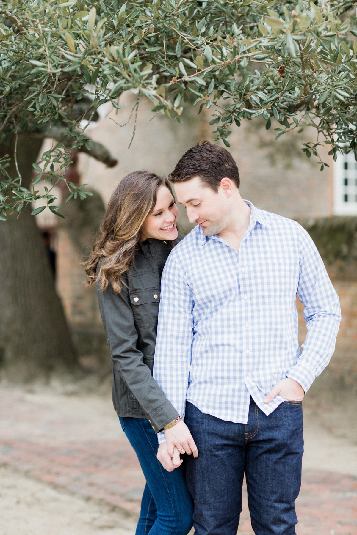 44_cozy_colonial_williamsburg_virginia_engagement_session