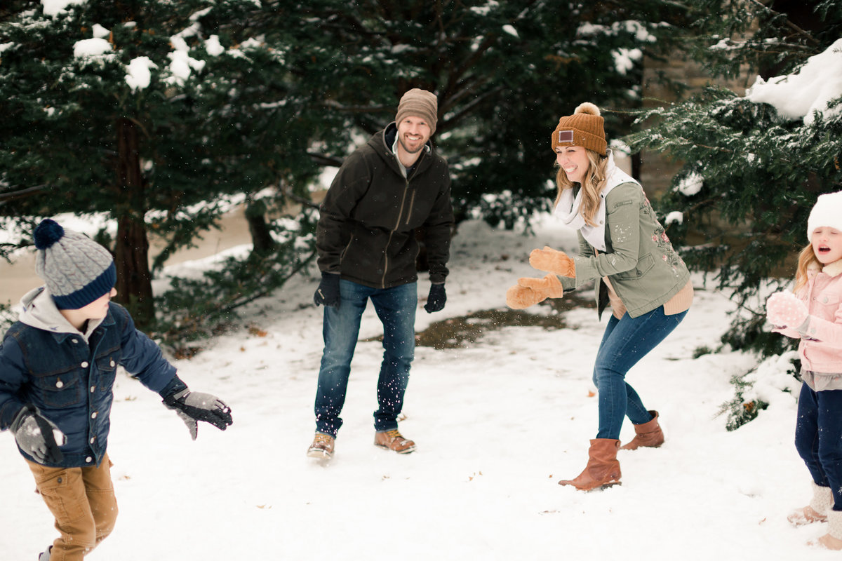 snowball fight at plummer house family photography