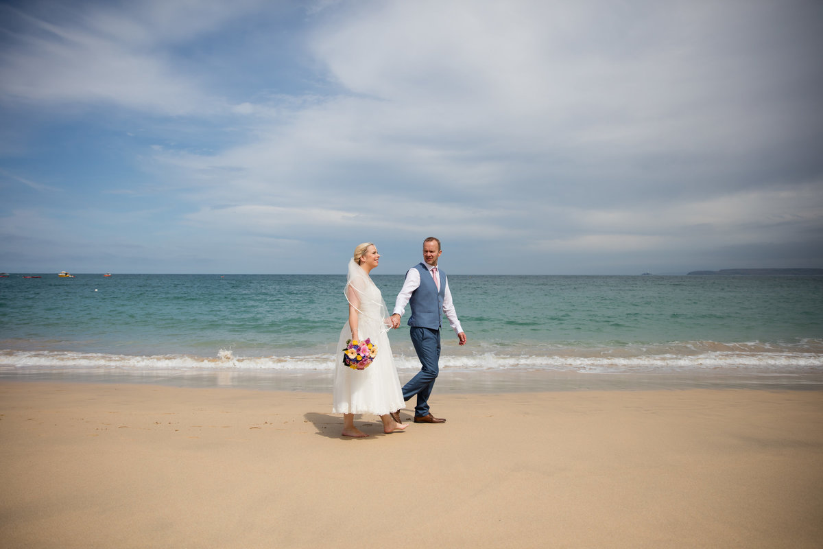 wedding photographer for beach wedding in cornwall