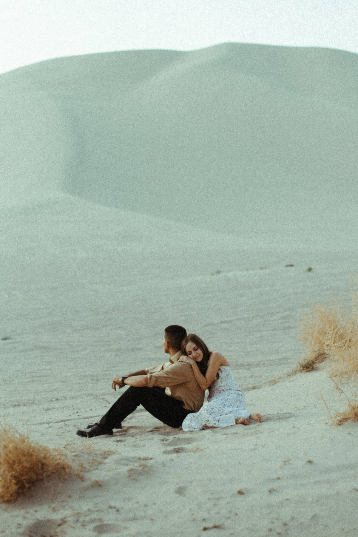 California-elopement Photographer-sand-dunes-engagement-5