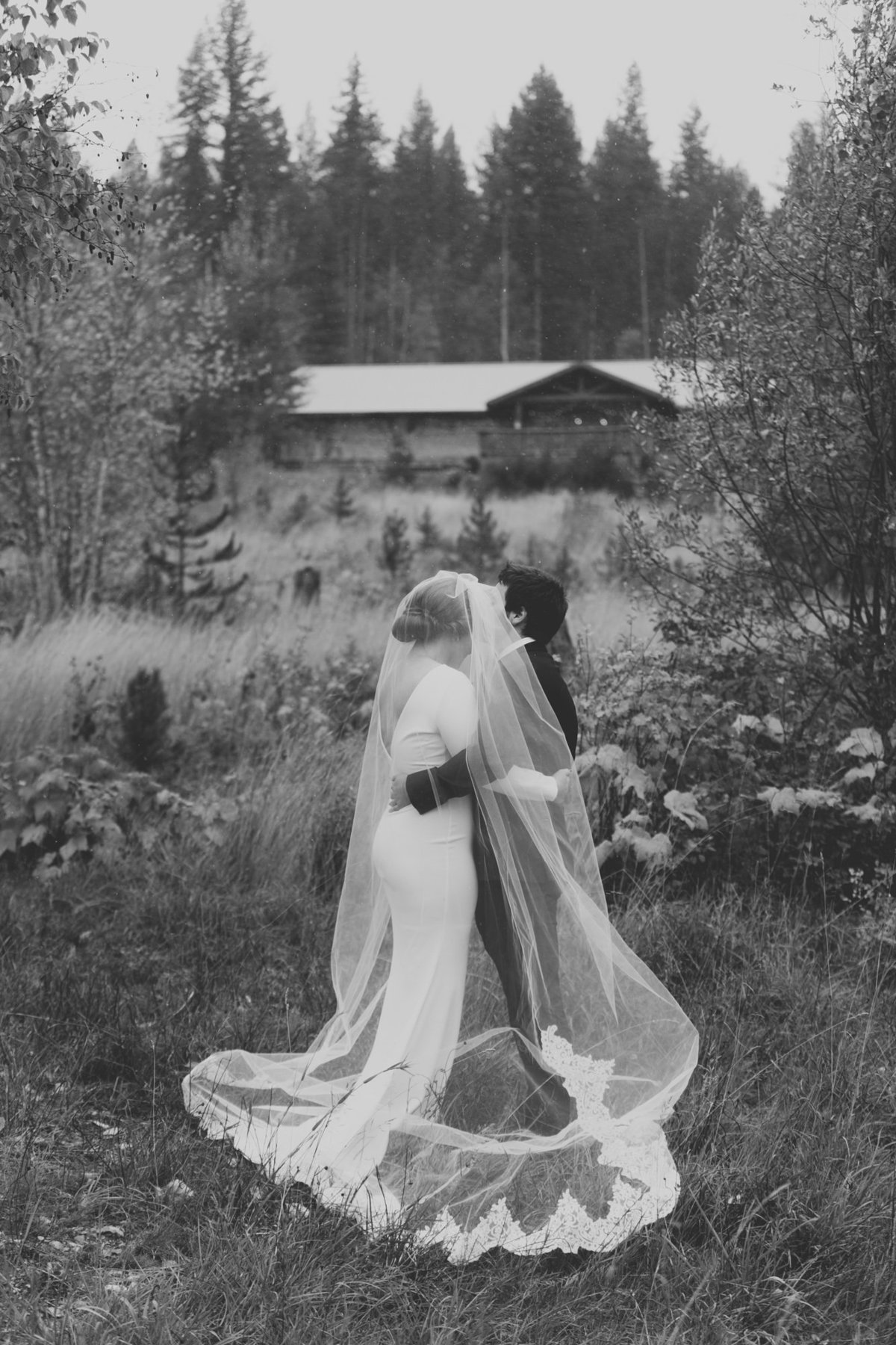 Jennifer_Mooney_Photography_Abbey_Stephen_Fall_Winter_Glacier_Park_Elopement-72