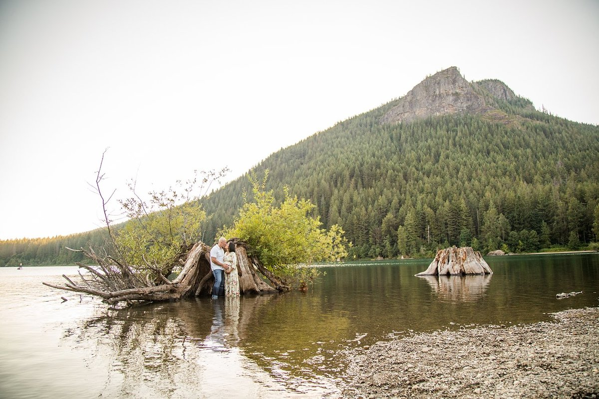 North-Bend-maternity-pictures-Rattlesnake-Lake (6)