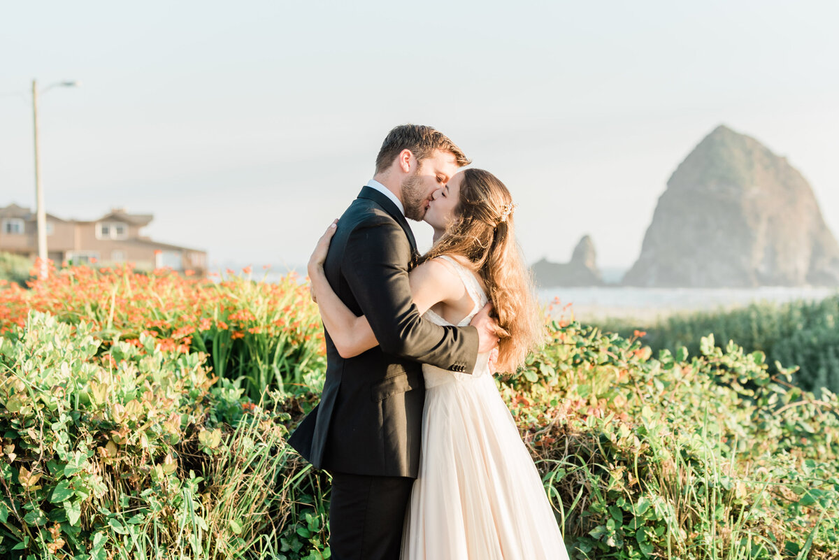 Cannon-Beach-Elopement-Photographer-26