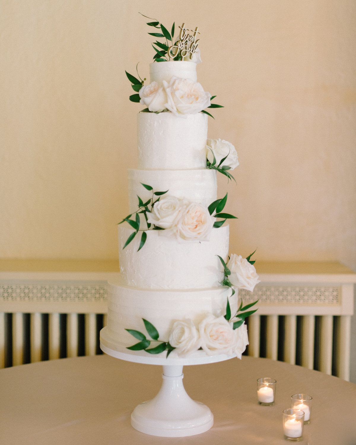 wedding cake, traditional wedding cake