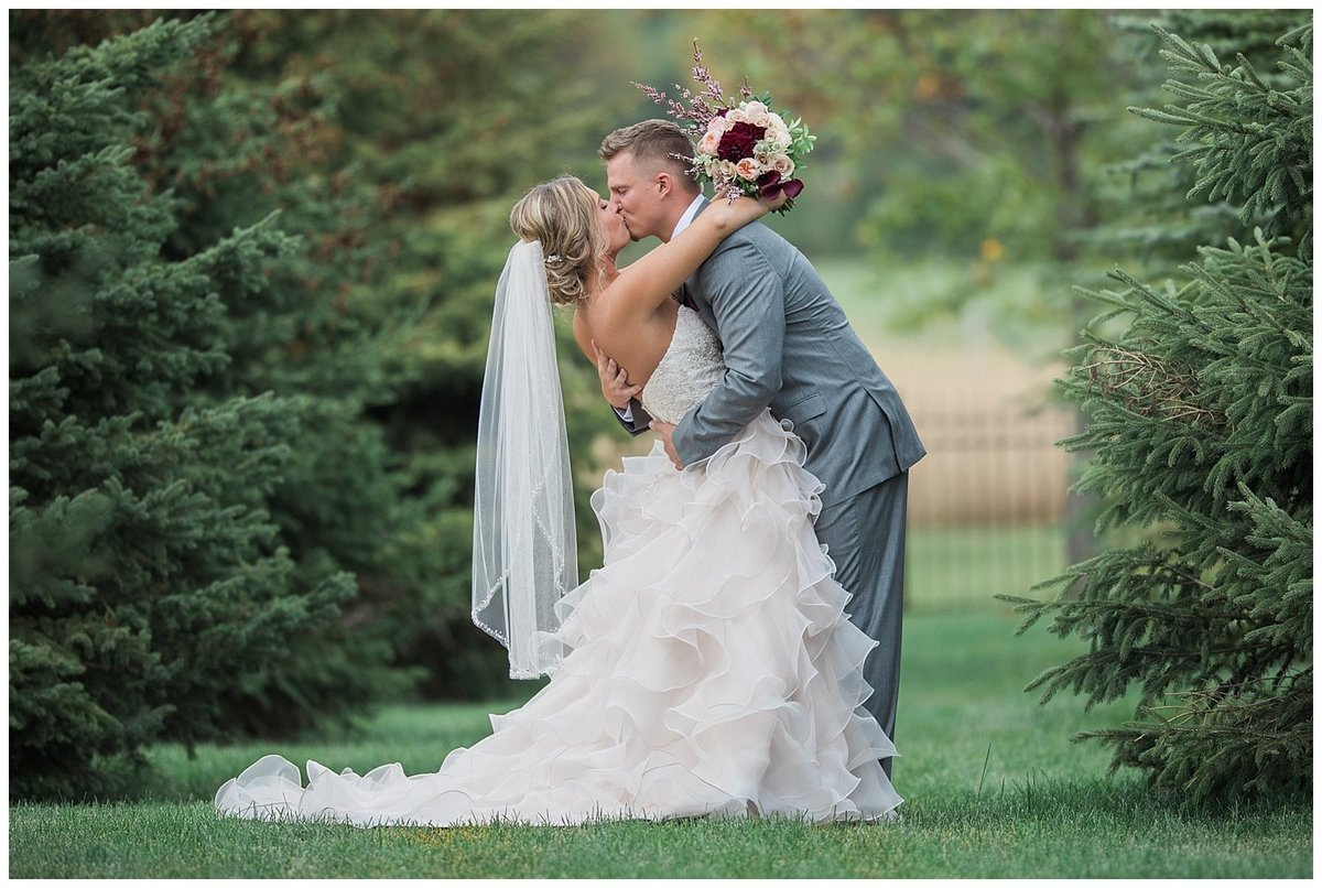 Romantic Wedding - South Dakota Wedding - Midwest Wedding_0312