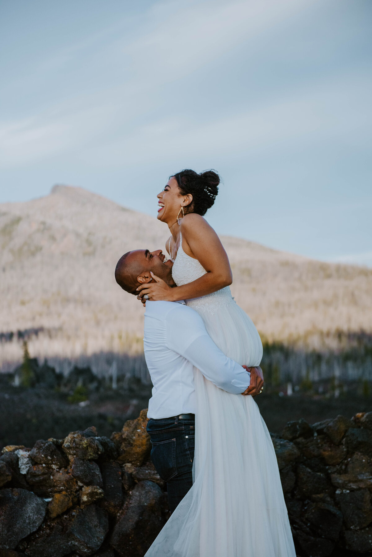 sisters-bend-oregon-summer-wedding-elopement-photographer-dress-scenic-byway-wedding-deewright-observatory-4856