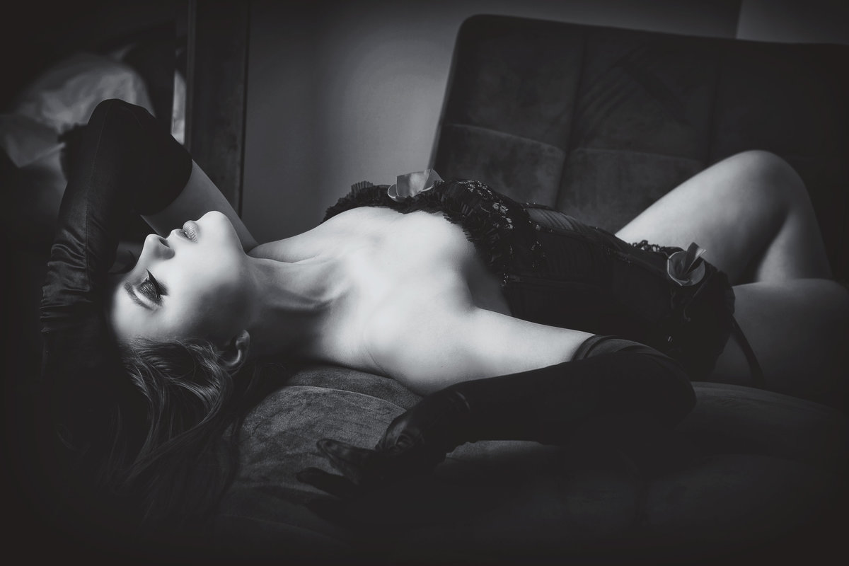Boudoir sessions that empower and inspire