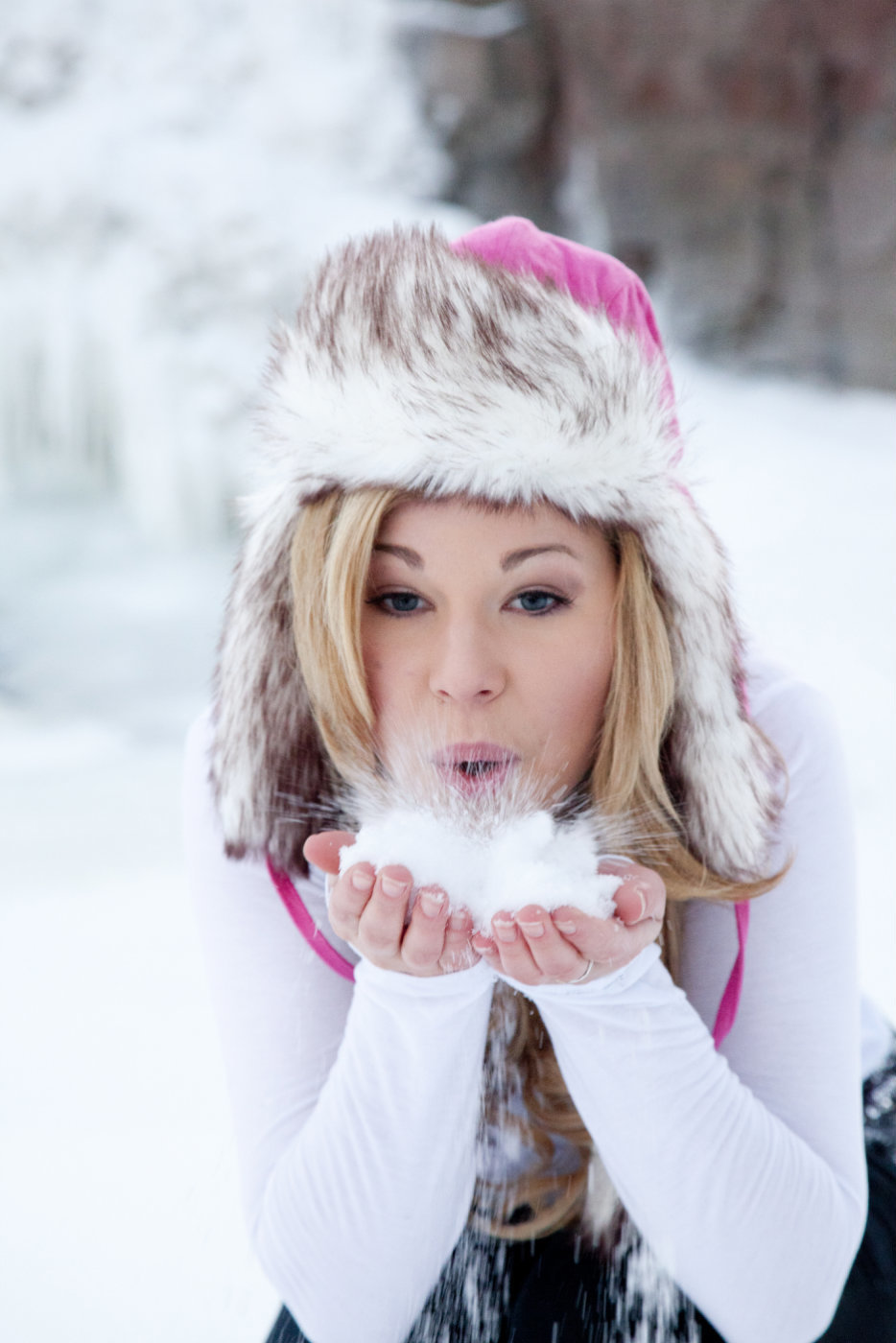 sioux falls south dakota senior photography winter girl blows snow at the falls