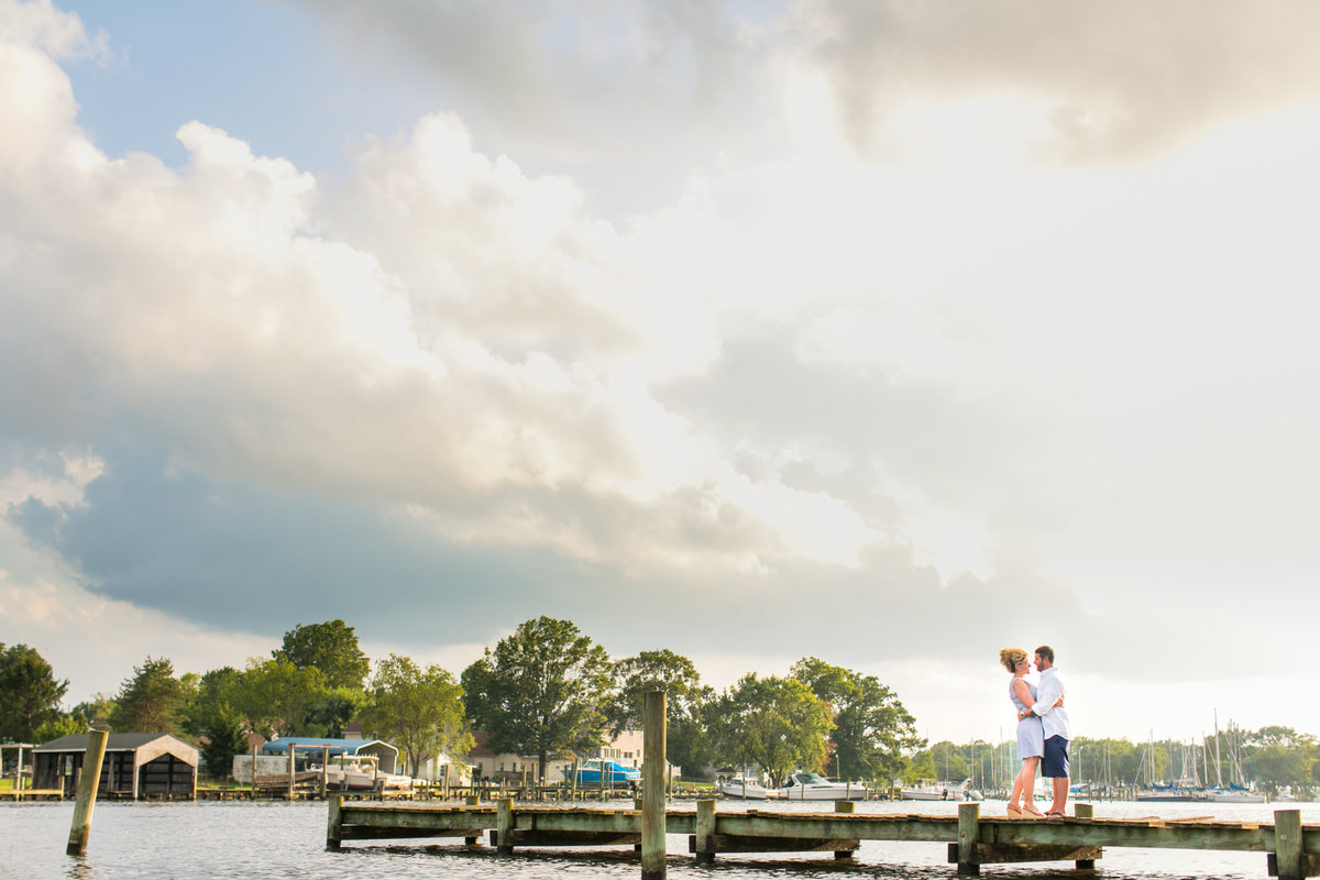 Engagement-Session-on-Docks