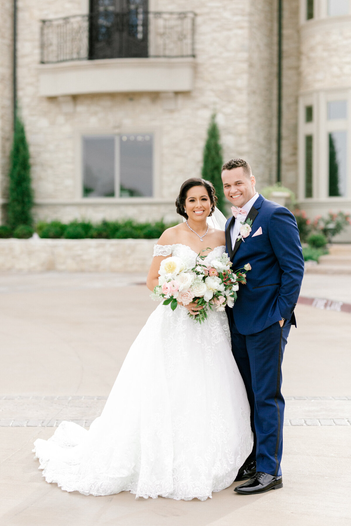 Jasmine & Josh Wedding at Knotting Hill Place | Dallas DFW Wedding Photographer | Sami Kathryn Photography-93