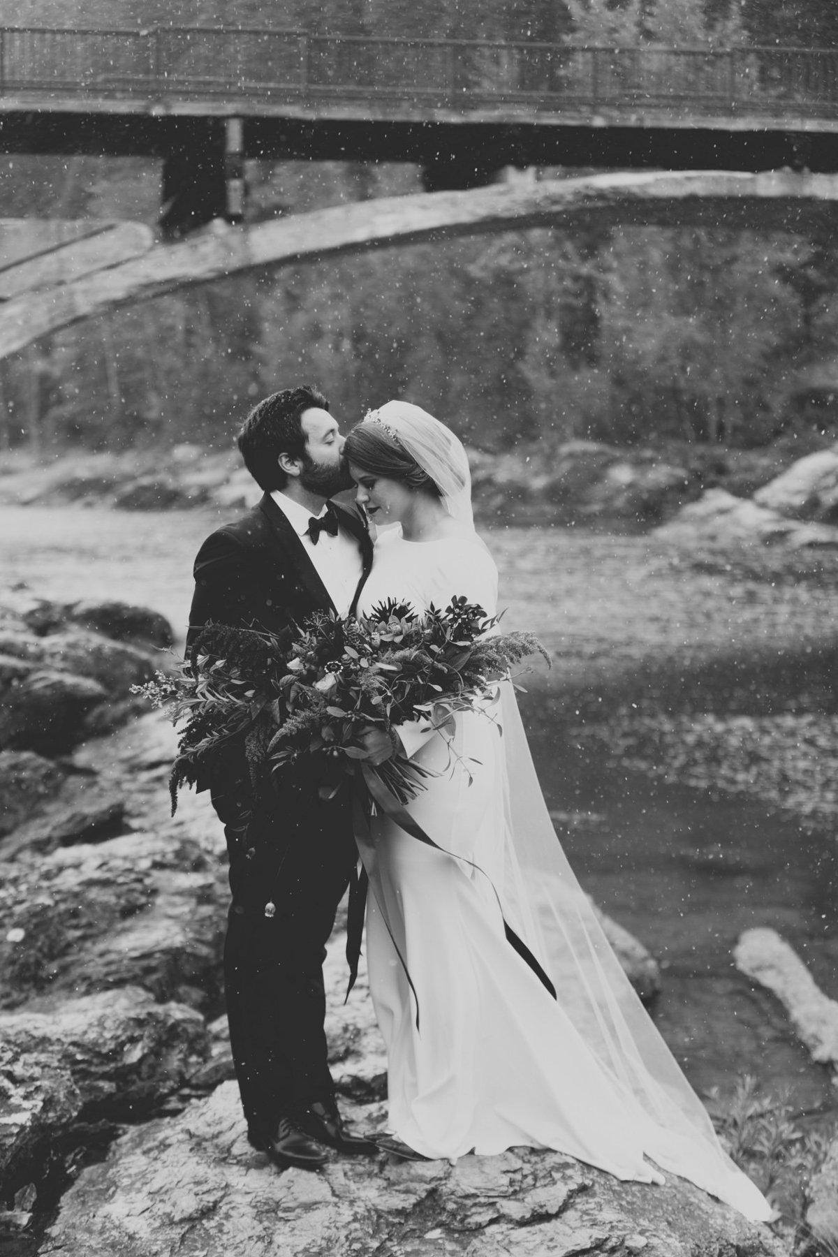Jennifer_Mooney_Photography_Abbey_Stephen_Fall_Winter_Glacier_Park_Elopement-51
