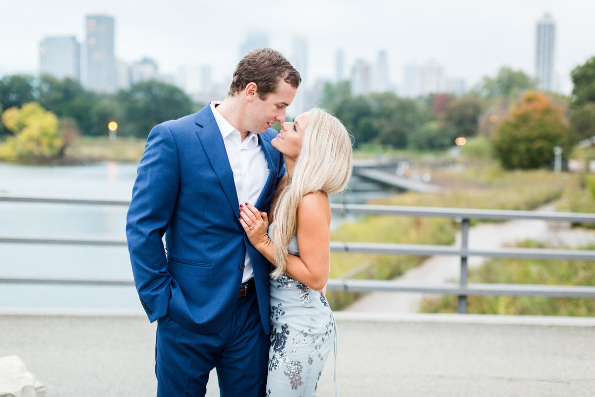 fall-lincoln-park-zoo-engagement-session-60