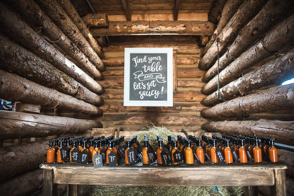 Granby-colorado-strawberry-creek-ranch-hipster-mountain-wedding-escort-cards-bottles-with-tags