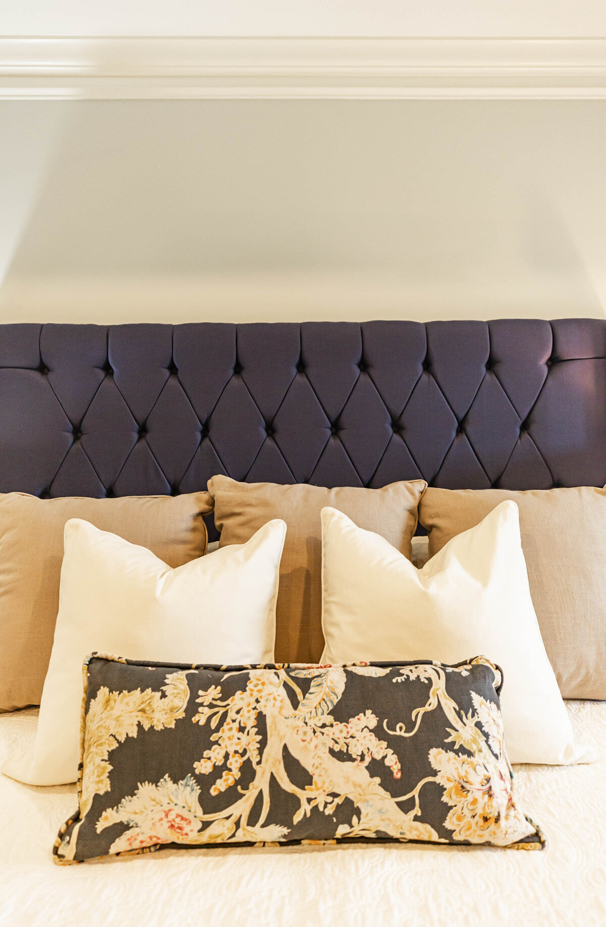 dark-fabric-headboard-bedroom-ideas4