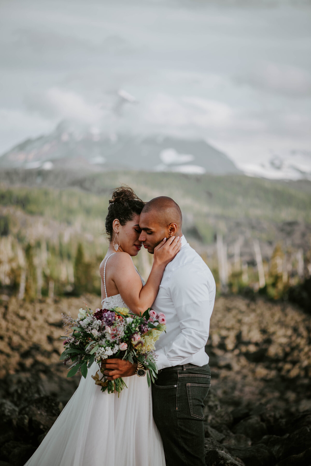 sisters-bend-oregon-summer-wedding-elopement-photographer-dress-scenic-byway-wedding-deewright-observatory-5993