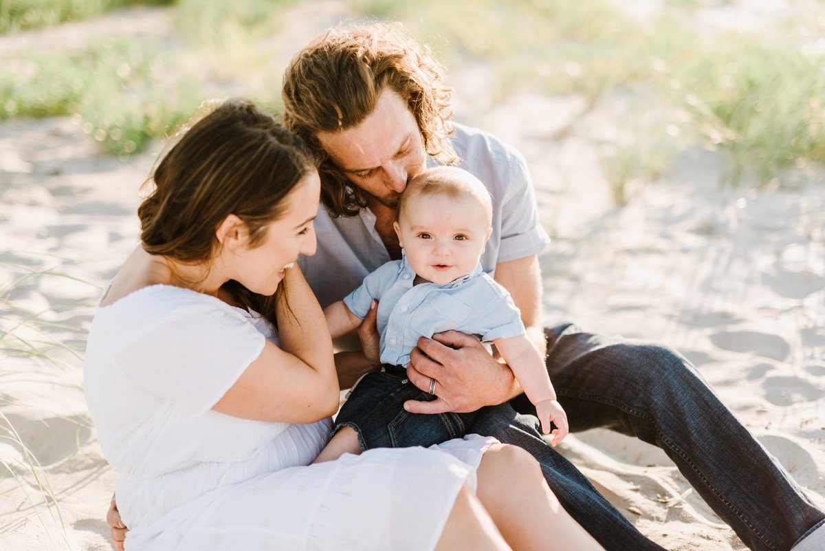 crane-beach-family-session-boston-lifestyle-newborn-photographer-photo_0026