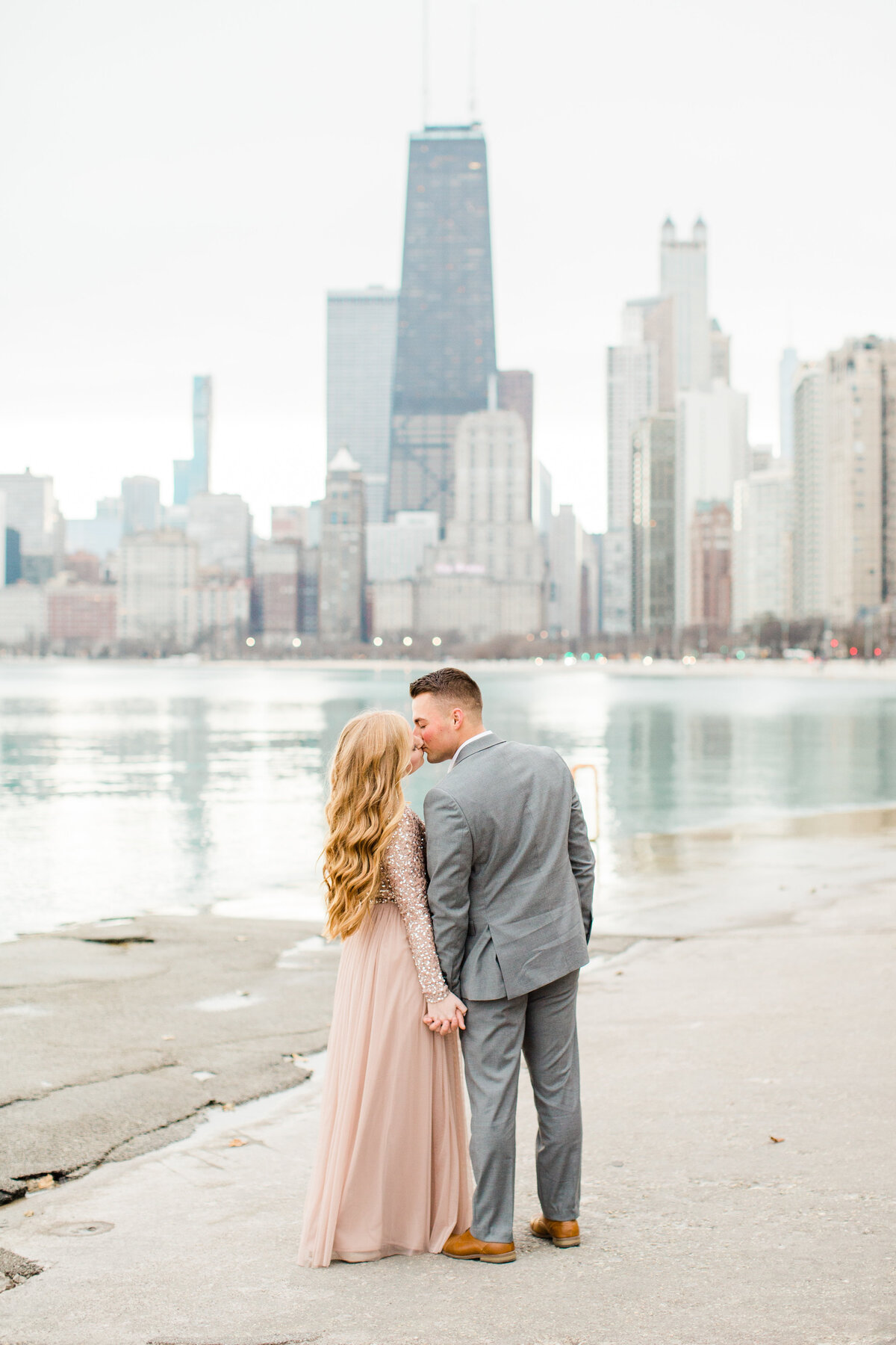 lindsey-taylor-photography-north-avenue-beach-chicago-engagement-photographer4