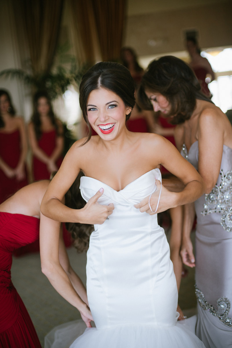 bride getting ready in the bridal suite at Mallard Island Yacht Club