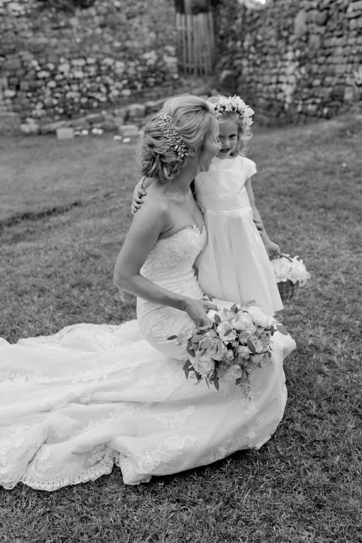 120_Tuscany_Luxury_Wedding_Photographer (135 von 215)_So thankful to be a luxury destination wedding photographer in Tuscany! Claire and James invited their beloved family & friends from London to their luxury wedding in Tuscany.