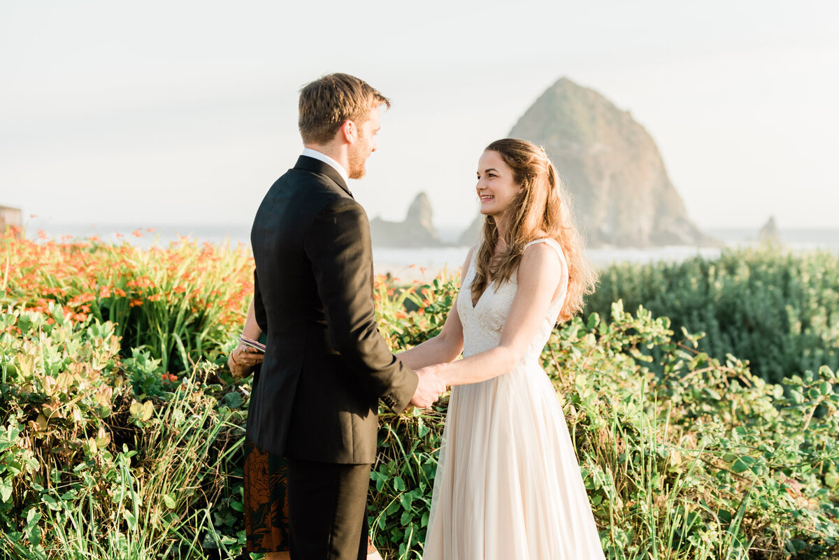 Cannon-Beach-Elopement-Photographer-24