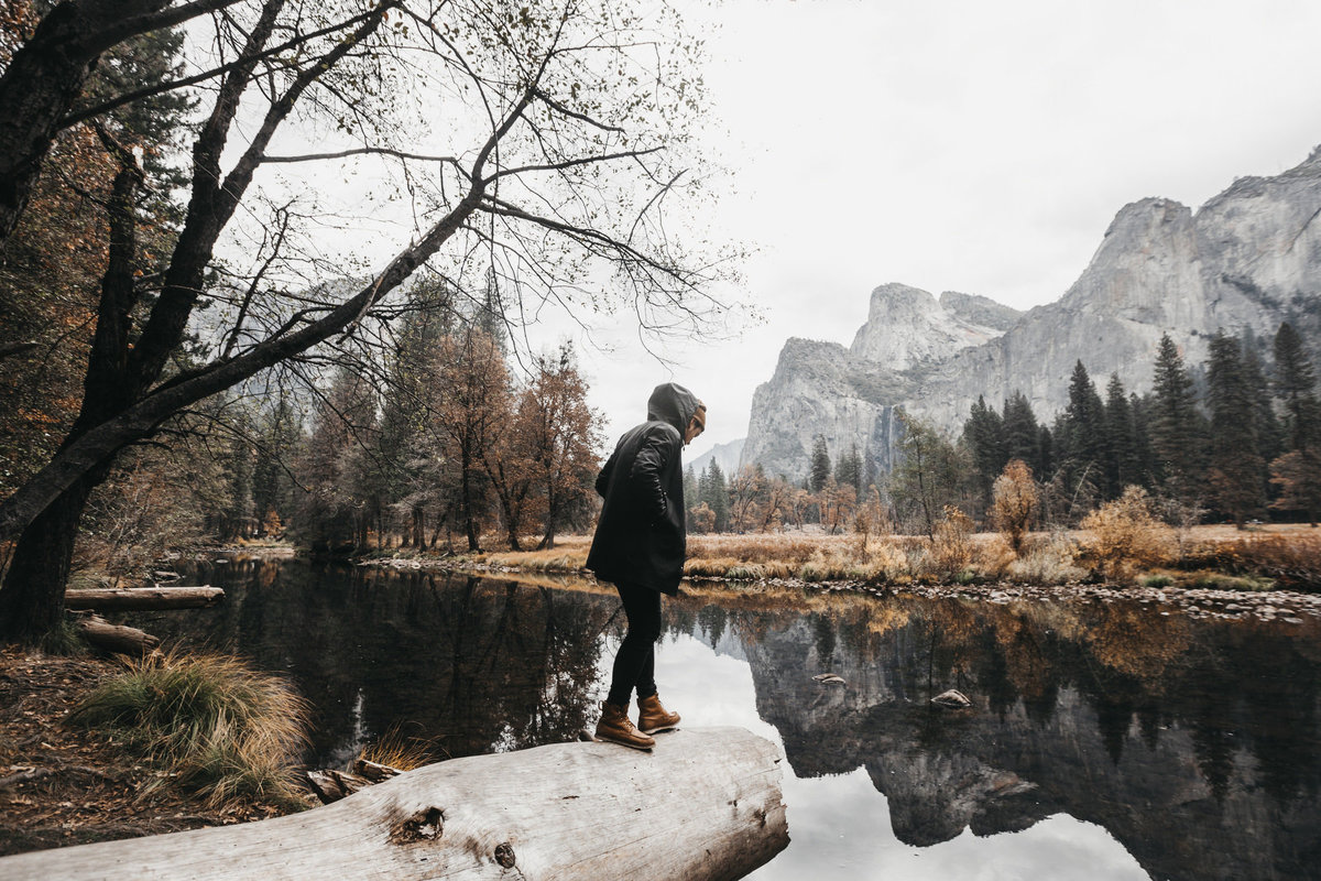 athena-and-camron-yosemite-national-park-christian-couple-travel-bloggers-couple-goals23-stutterheim-yosemite-valley-guy-in-raincoat-hipster