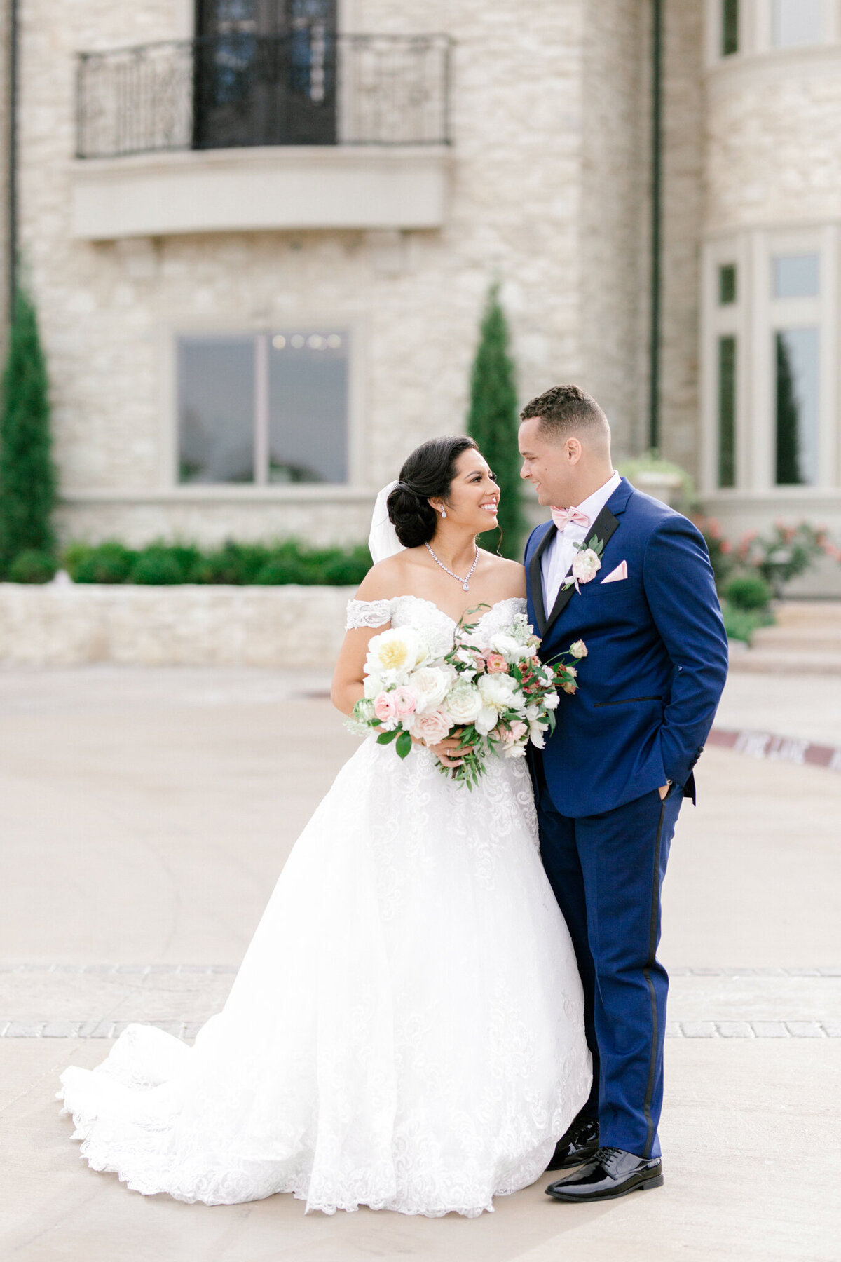 Jasmine & Josh Wedding at Knotting Hill Place | Dallas DFW Wedding Photographer | Sami Kathryn Photography-96