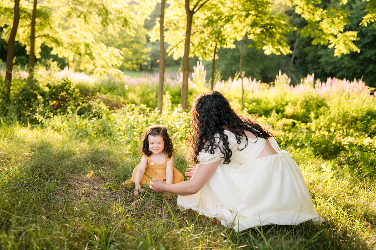 Boston-family-photographer-bella-wang-photography-Lifestyle-session-outdoor-wildflower-31