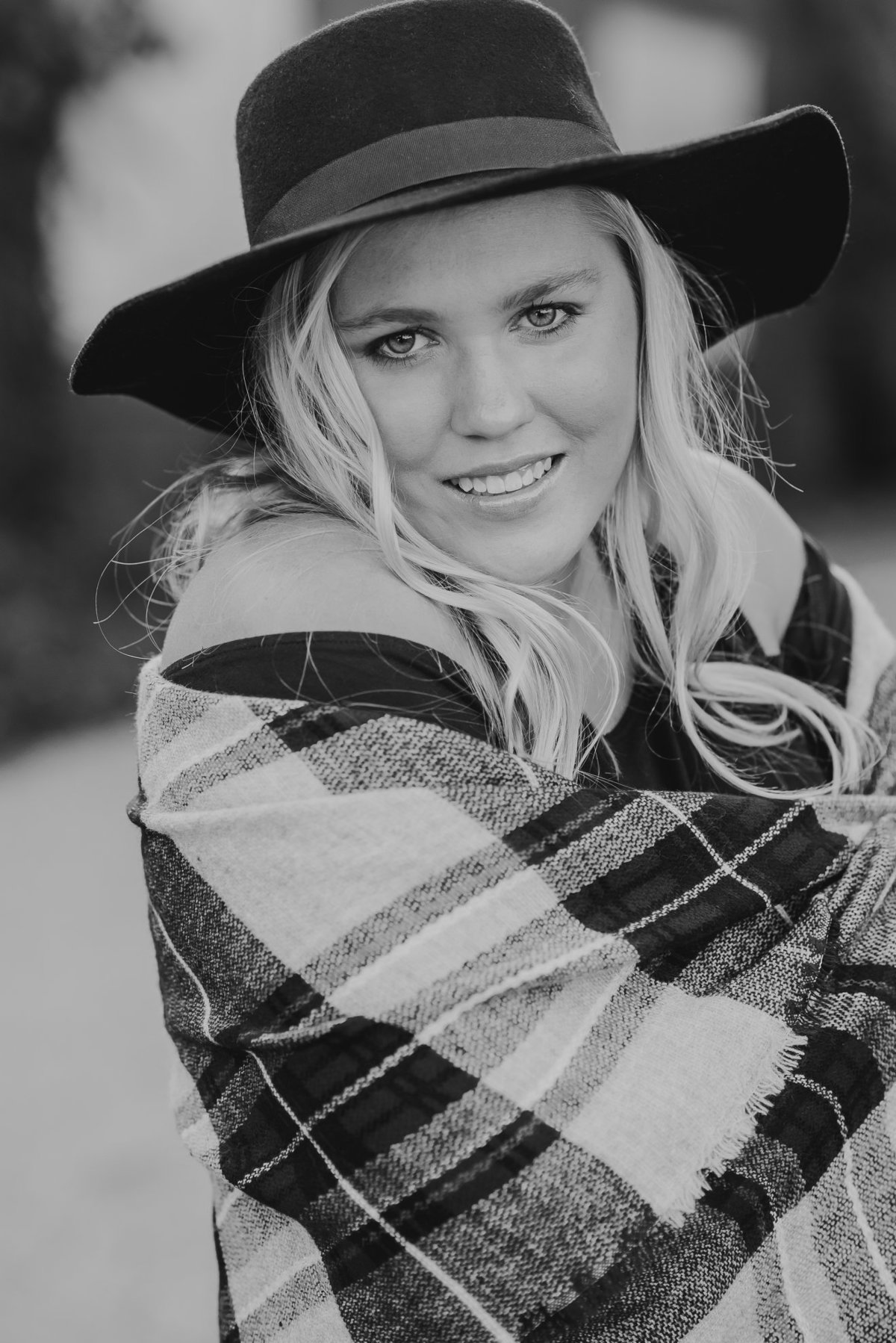 Senior Session Country Fashion in Black and White