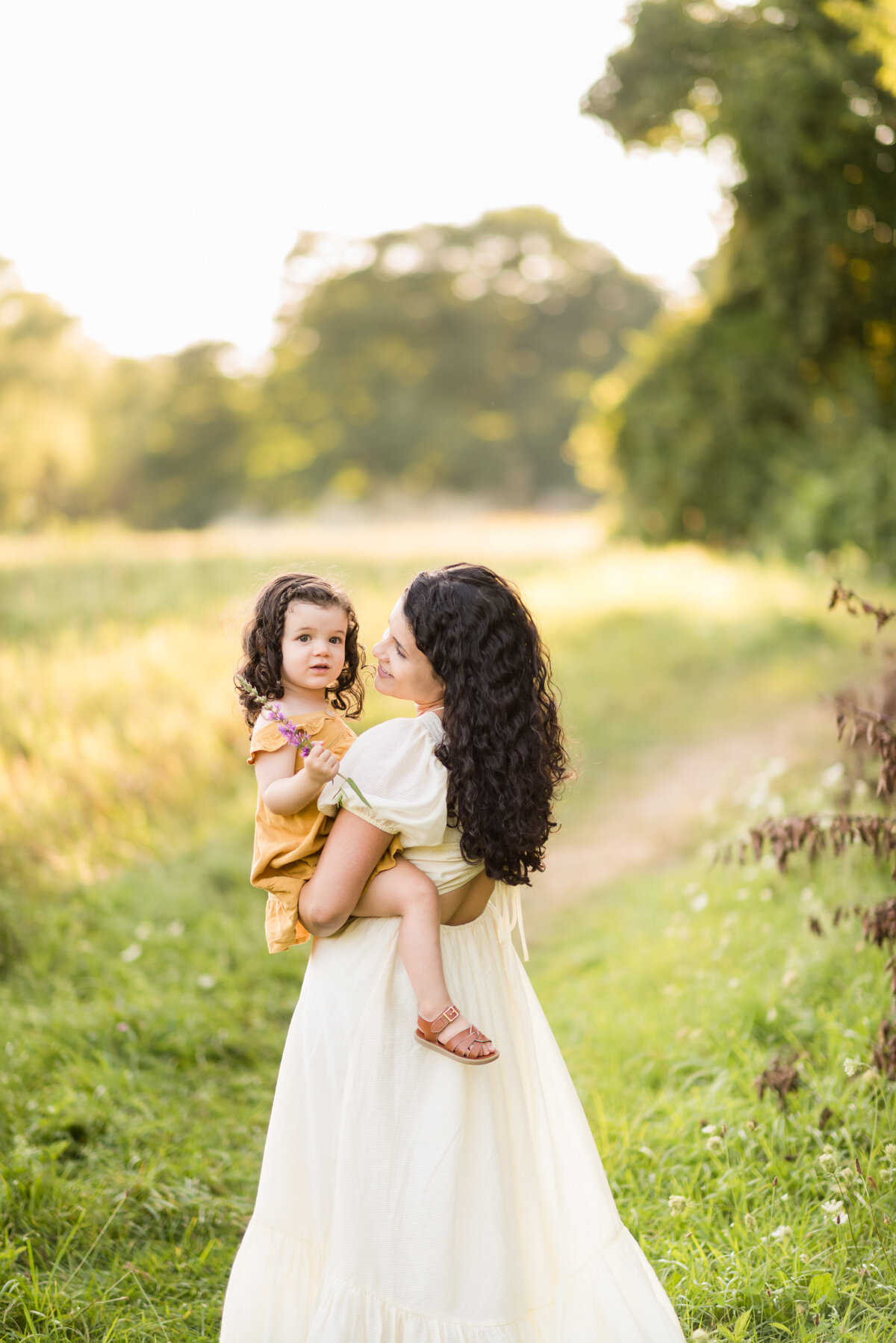 Boston-family-photographer-bella-wang-photography-Lifestyle-session-outdoor-wildflower-17
