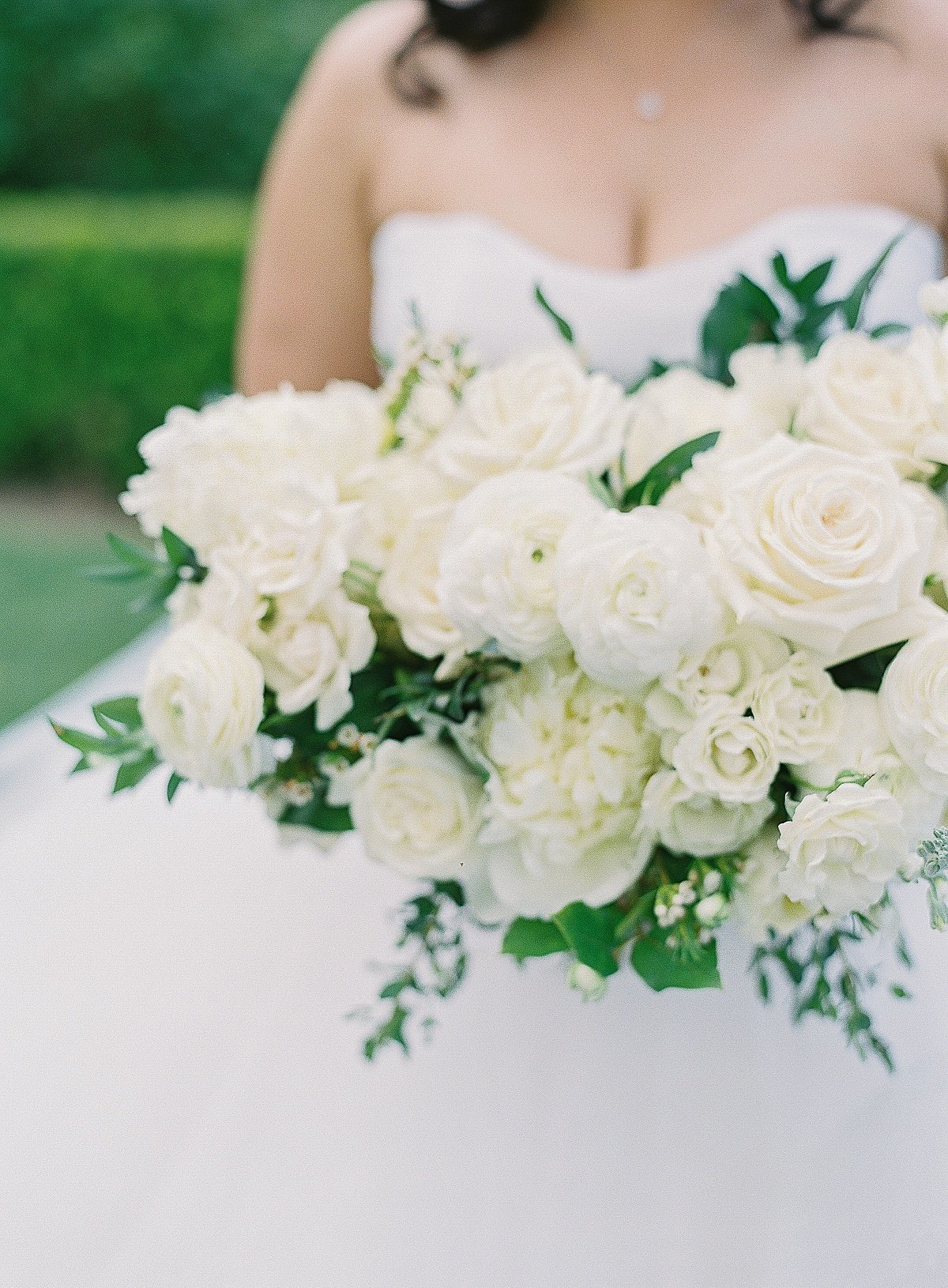 Posh Peony Newhall Mansion Piru Lush White Floral and Greenery Wedding_0016