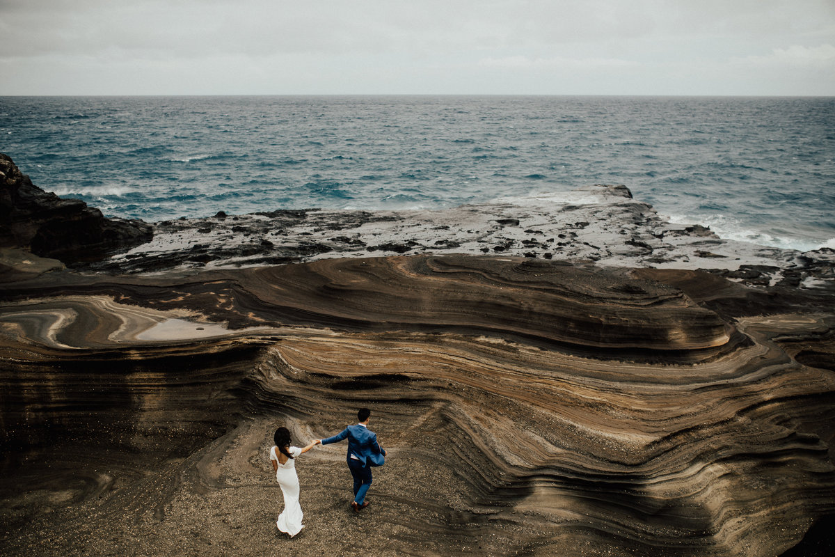hawaii-based-destination-wedding-photographer-intimate-elopement-maui-lindsey-roman