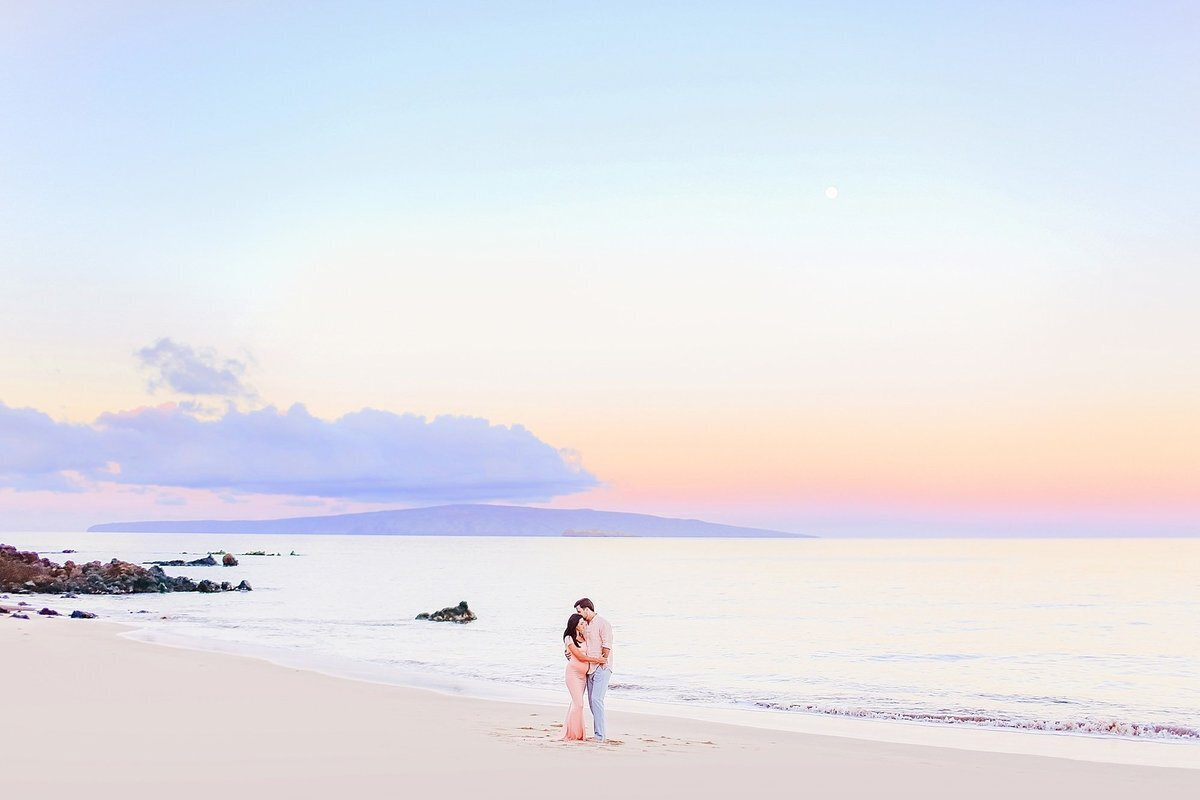Jade and Tanner pose in Wailea during their Maui babymoon portrait session