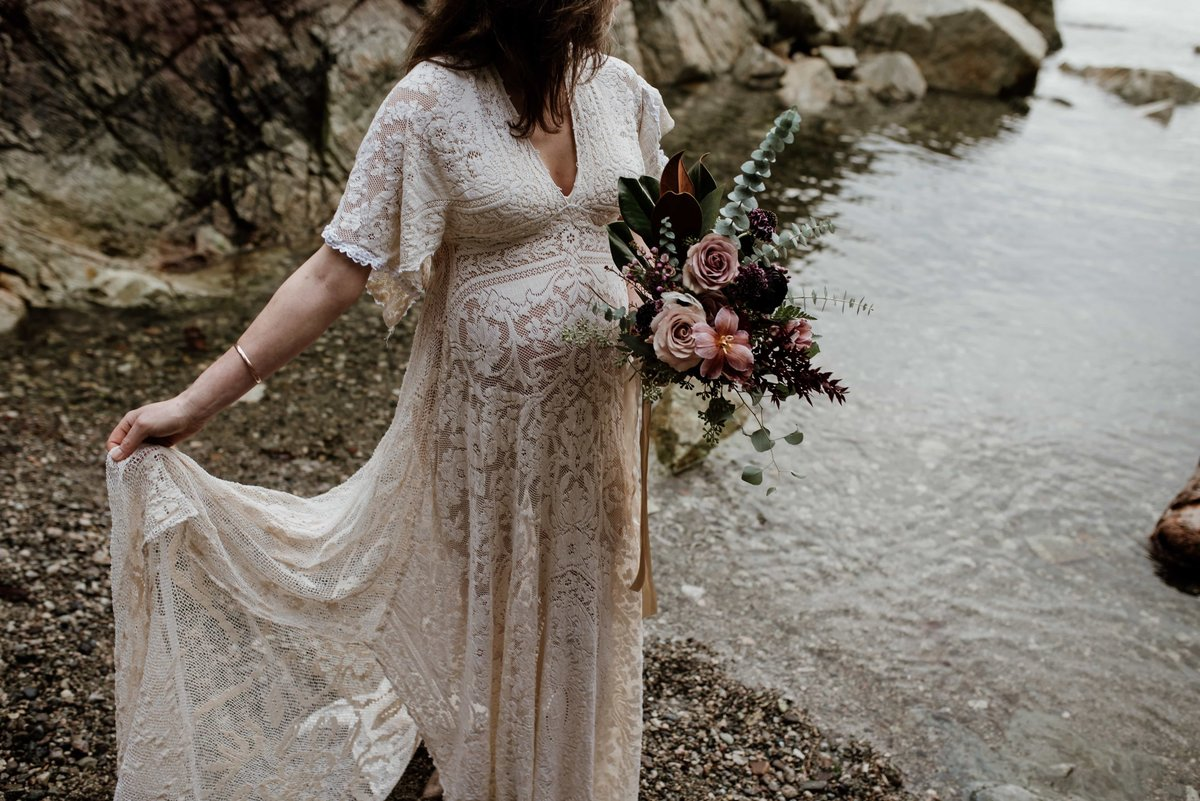 Maternity photography lace dress and bouquet